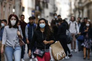 Stato di emergenza, via libera dal CdM: subito obbligatorie le mascherine all'aperto (e al chiuso)