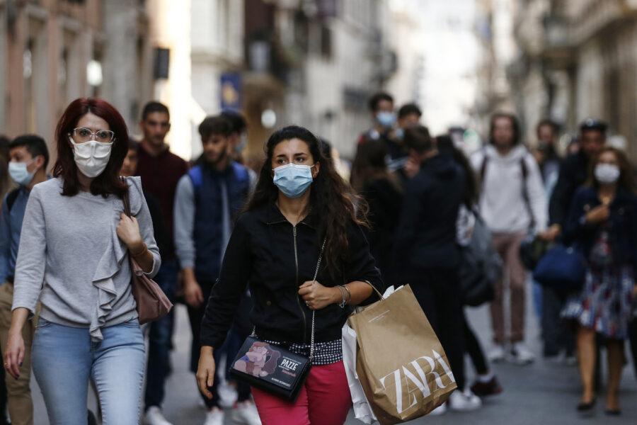Coronavirus, superata quota 10mila contagi: calano i decessi, 100mila in isolamento domiciliare