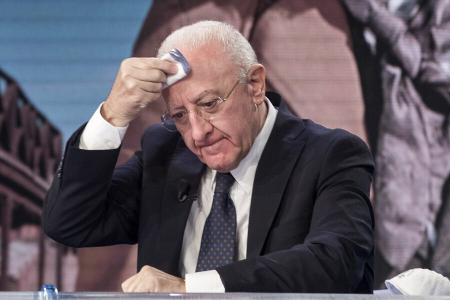 """Allarme Covid in Campania, per De Luca il peggio deve ancora venire: """"Prepariamoci a mesi molto pesanti"""""""