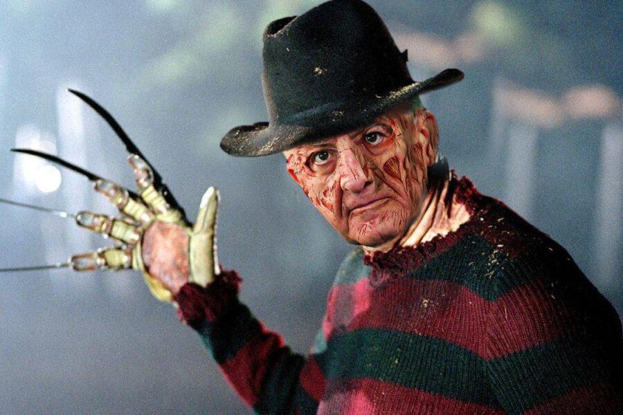 """De Luca è il 'Nightmare' dell'Halloween: """"Stupida americanata, un monumento all'imbecillità"""""""
