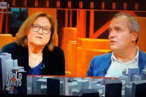Guerriglia a Napoli, ma il sindaco De Magistris resta in tv a guardare gli scontri