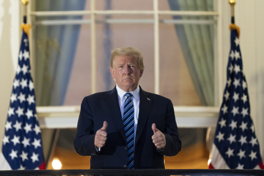 """Trump dimesso dall'ospedale, torna alla Casa Bianca e si toglie la mascherina: """"Sono un eroe invincibile"""""""