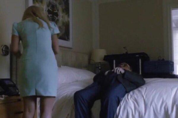 L'imbarazzante scena di Rudy Giuliani in 'Borat 2', l'avvocato di Trump con le mani nei pantaloni davanti a una (finta) giornalista