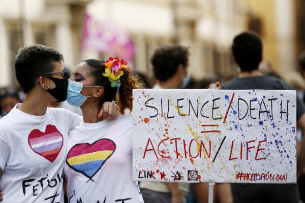 Legge anti-omofobi, primo ok alla Camera
