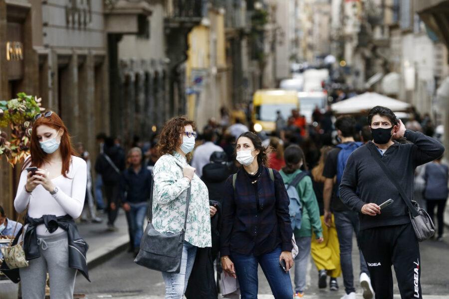 Cosa prevede il nuovo Dpcm di ottobre: limiti alle feste e maxi multe fino a 3mila euro per chi è senza mascherina all'aperto