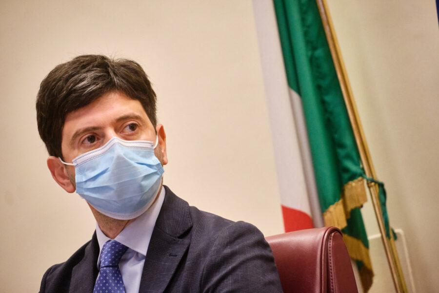 """Nuovo Dpcm, spaccatura tra Governo e Cts sui sei ospiti a casa: """"Non c'è evidenza scientifica"""""""