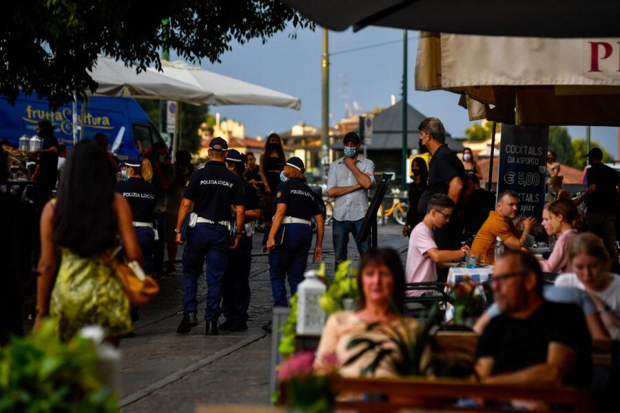 Nuovo Dpcm, Conte stoppa l'ipotesi coprifuoco: nessuna chiusura per bar e ristoranti