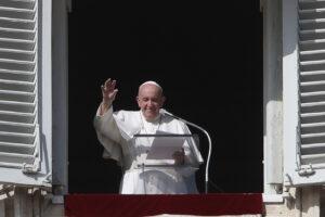"""Papa Francesco respinge le critiche: """"Penso solo a fare il bene"""""""