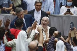 Papa Francesco traccia la strada: risorgeremo se saremo fratelli