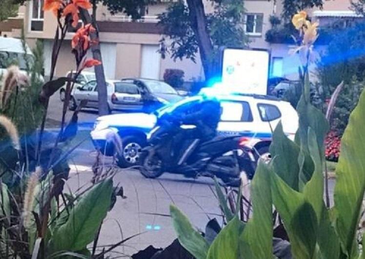 Parigi, prof decapitato perché mostra caricature Maometto: la polizia uccide un 18enne