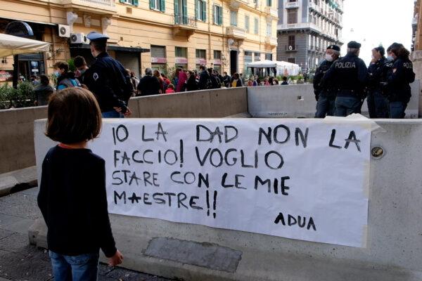 """""""Io la didattica a distanza non la faccio: voglio stare con le mie maestre!"""": la protesta contro De Luca"""