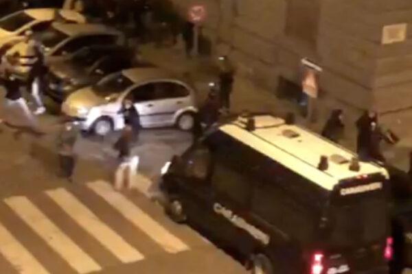 Forze dell'ordine aggredite, notte di follia a Napoli