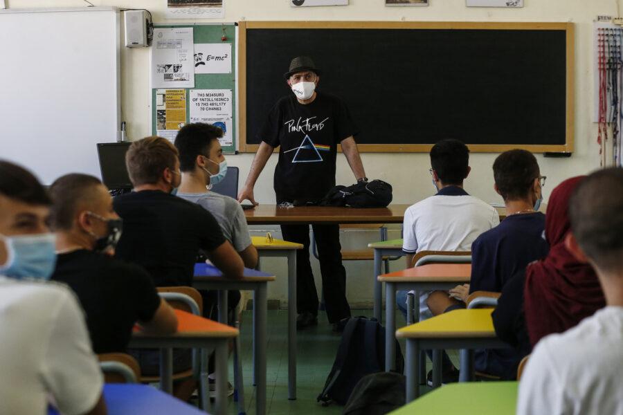 Nuovo Dpcm, cosa cambia per la scuola: compromesso Conte-Regioni sulle superiori