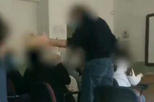 Professore schiaffeggia alunno in classe, il video virale sul web: indagano i carabinieri