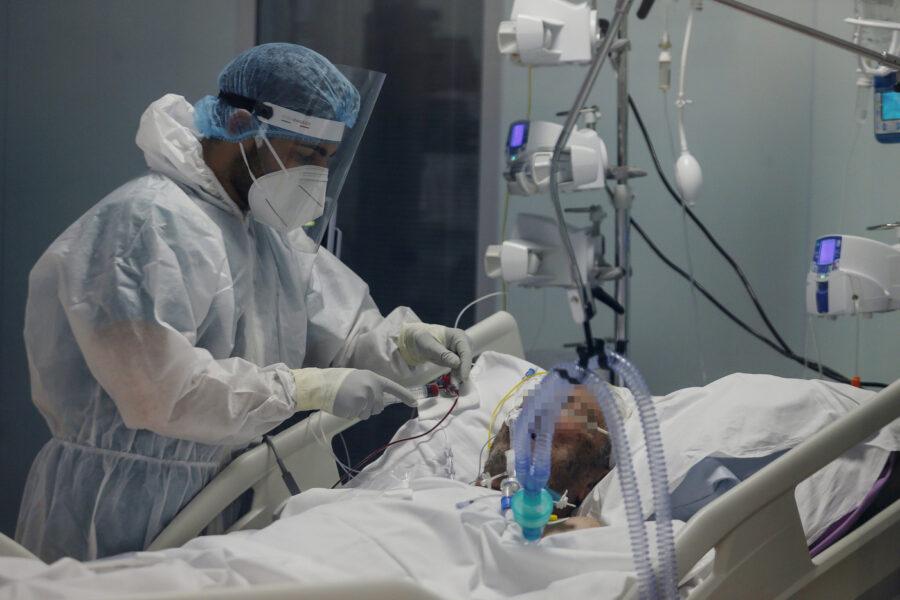"""Per Conte il governo ha """"più che raddoppiato"""" i posti in terapia intensiva, ma la promessa del premier è lontana"""