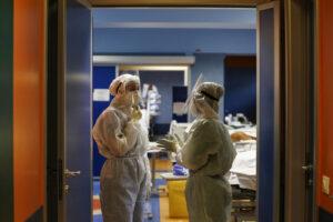 """Coronavirus, allarme dai pronto soccorso: """"Situazione drammatica, presi d'assalto ma non reggiamo"""""""