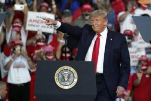 La mossa della disperazione di Trump: 'The Donald' pronto a graziarsi da solo
