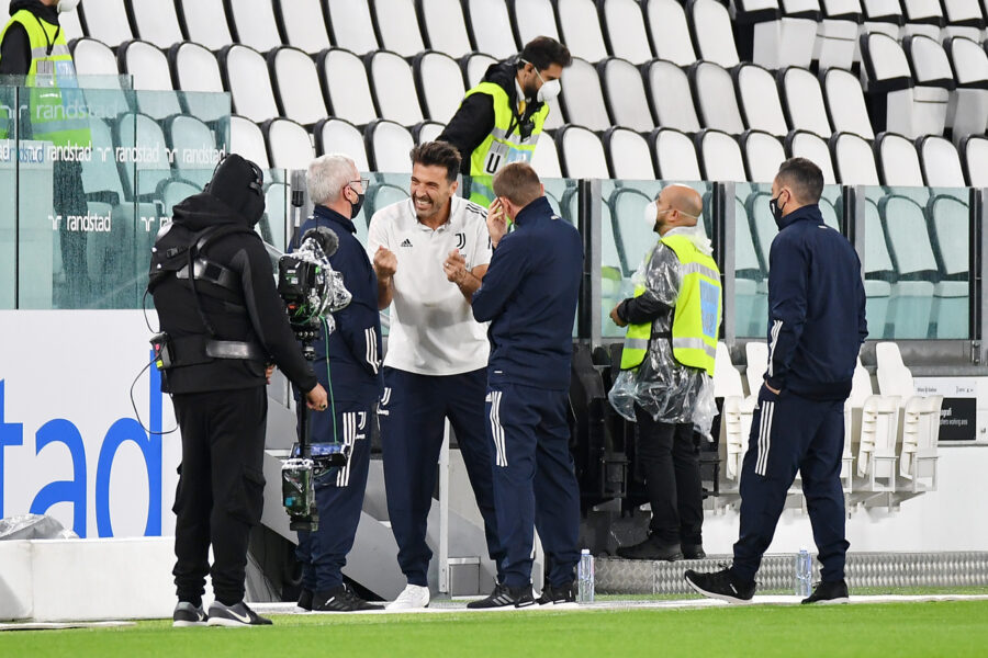 Foto LaPresse – Tano Pecoraro04 Ottobre 2020 Torino – (Italia)Sport CalcioJuventus vs NapoliCampionato di Calcio Serie A TIM 2020/2021 – Allianz Stadiumnella foto: buffon gianluigiPhoto LaPresse – Tano Pecoraro04 October 2020 City Turin – (Italy)Sport SoccerJuventus vs NapoliItalian Football Championship League A 2020/2021 – Allianz Stadiumin the pic: buffon gianluigi