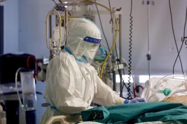 """Coronavirus, l'allarme dell'Iss: """"Presto gli ospedali raggiungeranno soglie critiche"""""""