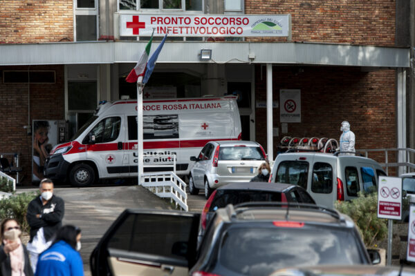 Foto Valeria Ferraro /LaPresse cronaca 14-11-2020 Napoli  Coronavirus, lunghe file di auto fuori dall'ospedale Cotugno di Napoli  Photo Valeria Ferraro /LaPresse news November 14, 2020 Naples Italy A patience is taken inside the hospital while other people receive assistance in cars.People with suspect Covid-19 receive assistance with oxygen in parking cars and outside hospitals.