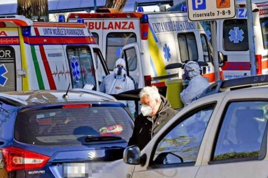 """Contagi (3.120) e tamponi in calo in Campania, il chiarimento sui posti letto: """"Sono variabili in base alle esigenze"""""""
