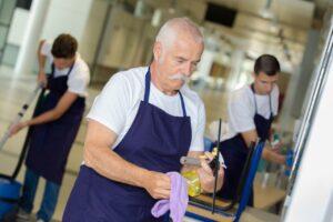 Gli anziani sono necessari, ecco come ci difendono dalla crisi al posto del governo