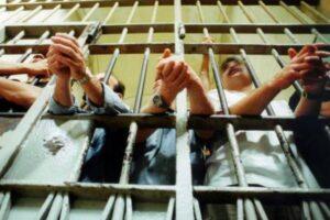 Coronavirus, carceri al collasso: 2.000 positivi tra operatori e detenuti