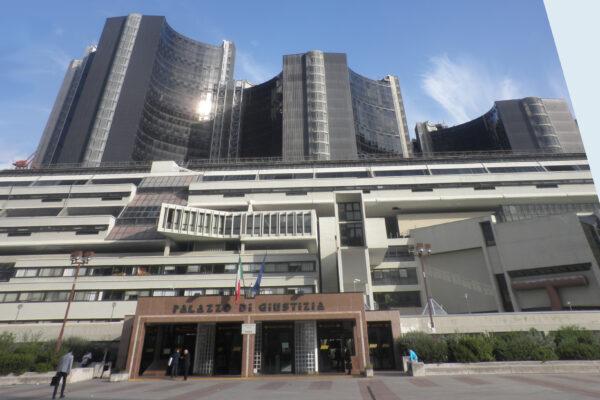 """Disagi al Tribunale di Napoli, l'accusa di Botti: """"Difficoltà di accesso agli uffici e zero manutenzioni"""""""
