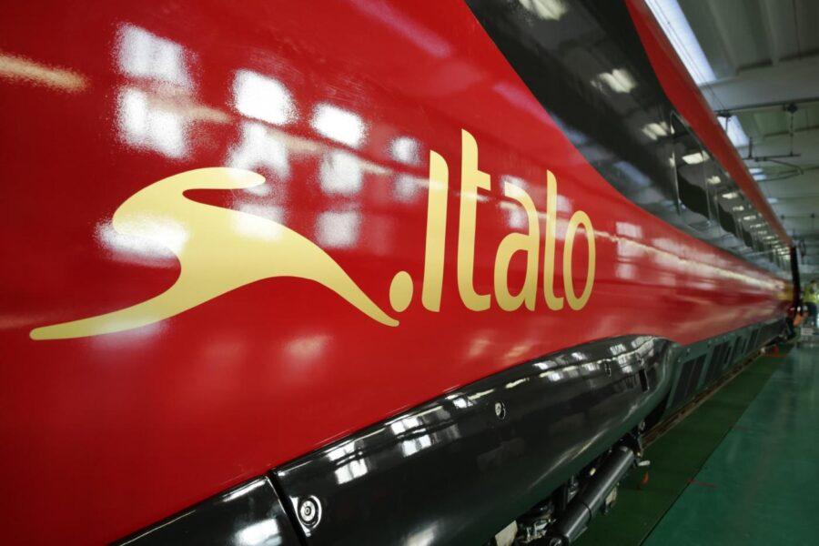 Foto Alstom/Giovanni Ricciardi/LaPresse14-12-2016 Savigliano, CuneoEconomiaAlstom e Ntv hanno svelato oggi il primo veicolo del nuovo Pendolino Italo a un anno dalla firma del contratto e dalla presentazione del design. Il treno è progettato e costruito nel sito di produzione Alstom di savigliano (CN), su cui il gruppo francese ha investito 36 milioni di euro dal 2011. Tra un anno l'entrata in servizio, ad agosto 2018 la consegna dell'ultimo esemplare del lotto da 12 ordinato da Ntv.Nella foto: il nuovo Pendolino di NtvDISTRIBUTION FREE OF CHARGE – NOT FOR SALE