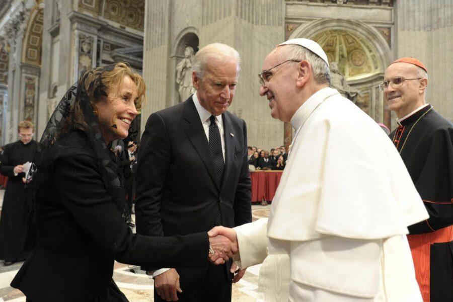 LaPresse19-03-2013CronacaPapa Francesco saluta i potentiNella foto: Joe Biden e sua moglie Jill