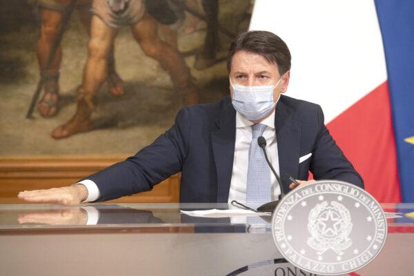 """Gli italiani non seguono più Conte che crolla nei sondaggi: """"Scelte incomprensibili"""""""