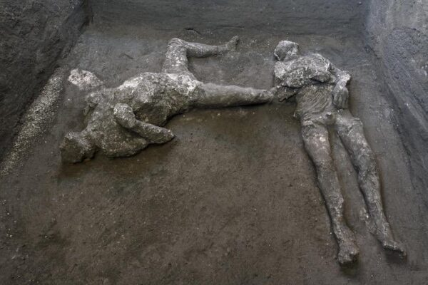 "Pompei, riemergono i corpi di due antichi in fuga dall'eruzione: ""Scoperta sensazionale"""