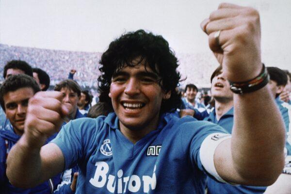 Maradona, 11 figli in corsa per l'eredità: escluse dal testamento le figlie e l'ex moglie