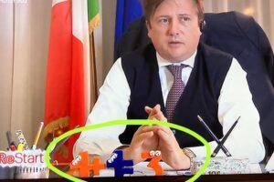 Cosa vuol dire 1+1=3, la formula del Pascale 'adottata' anche dal vice ministro della salute Sileri