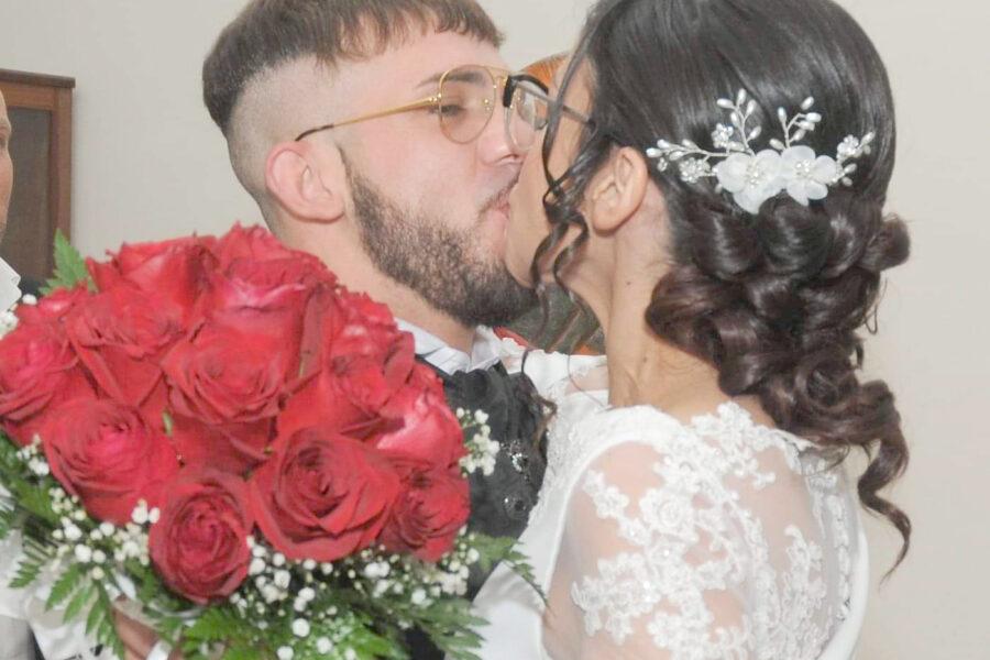 """""""Ci siamo sposati in carcere e lo seguo ad ogni trasferimento in altre città"""", la storia di Luca e Manuela"""