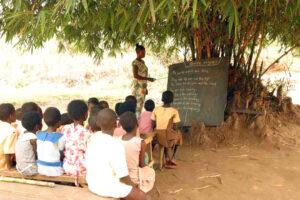 La Dad che funziona, la storia di Sveva e delle lezioni ai bimbi del Togo