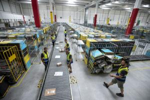 Black Friday, in Francia Amazon lo rimanda per aiutare i commercianti: in Italia il governo dorme