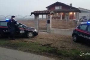 Omicidio-suicidio nel torinese, i carabinieri alla villetta di Carignano per i rilievi