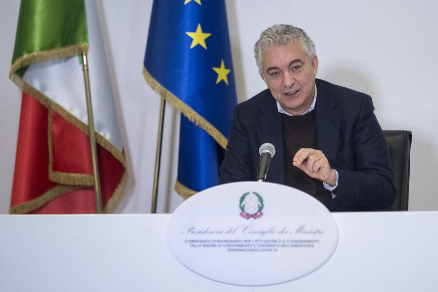"""Vaccino, il piano di Arcuri: """"No all'obbligo ma ci sarà un patentino, a gennaio per 1,7 milioni di italiani"""""""