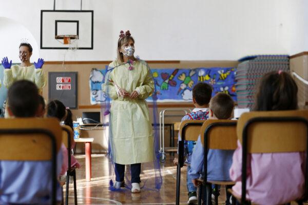 Scuola, in Campania rientro a tappe dal 7 gennaio: il 25 inizieranno anche le superiori