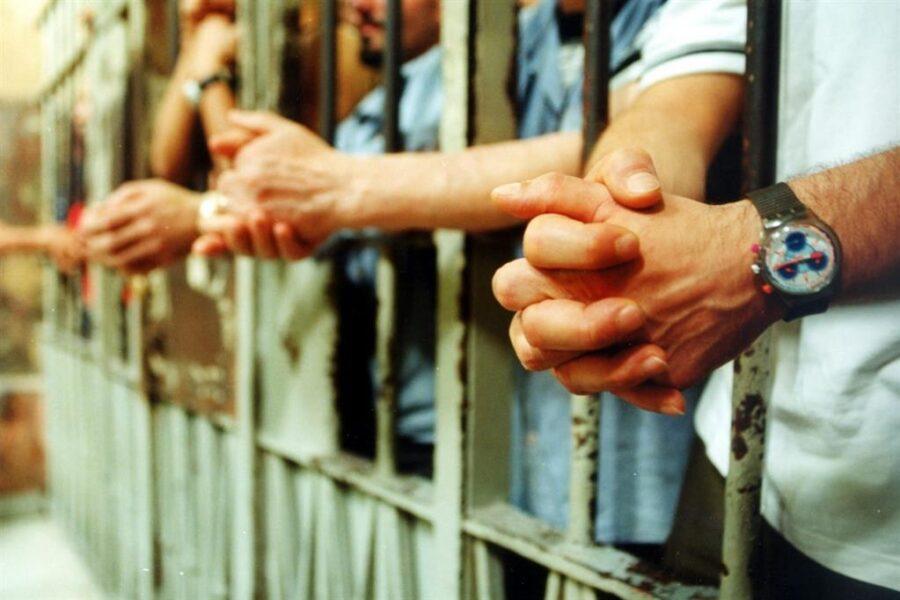 """La richiesta degli avvocati a De Luca: """"Subito il vaccino per i detenuti"""""""