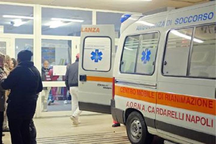"""In quattro picchiano infermiera al Cardarelli: """"Volevano cavarle un occhio per una semplice attesa"""""""