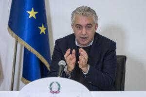 Il 'supercommissario' Arcuri smentito dai medici: la verità su terapie intensive e picco di ricoveri Covid