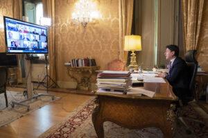 """Conte fa scaricabarile su Governatori e Sindaci: """"Vedetevela un po' voi"""""""
