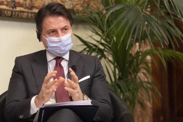 """Conte annuncia il decreto 'Ristori bis': """"Virus come treno che corre, misure prese perchè non ci travolga"""""""
