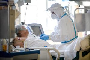 Coronavirus, nuovo record di casi (37.809) e tamponi (234.245): preoccupano i 446 decessi nelle ultime 24 ore