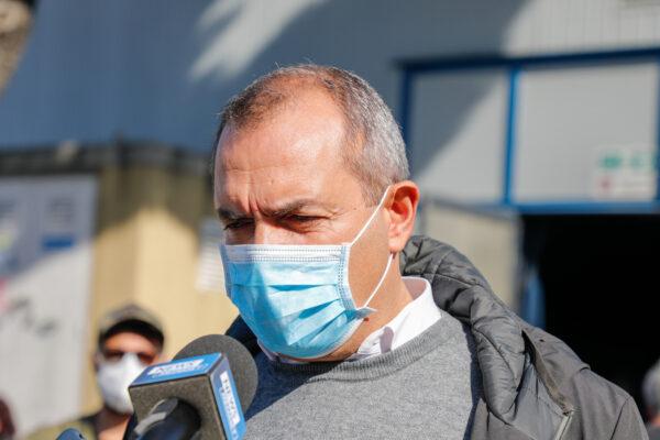 De Magistris si candida in Calabria e annuncia l'undicesimo rimpasto a Napoli: operai Whirlpool su tutte le furie