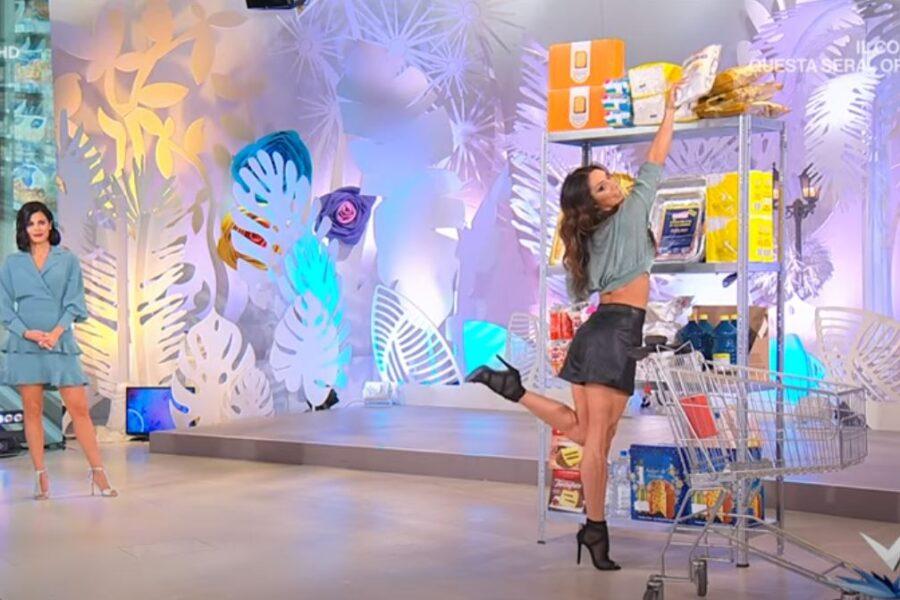 """Come """"cuccare"""" al supermercato, il surreale tutorial per la spesa trasmesso da Rai2"""