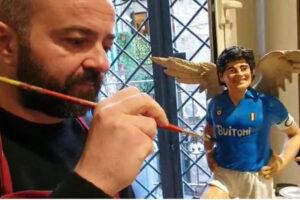 """Maradona con le ali, l'omaggio del Mastro presepaio di San Gregorio Armeno: """"Napoli non lo dimenticherà mai"""""""