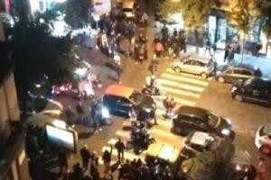 Festa con 200 persone: poliziotti picchiati al loro arrivo, offese anche dai balconi